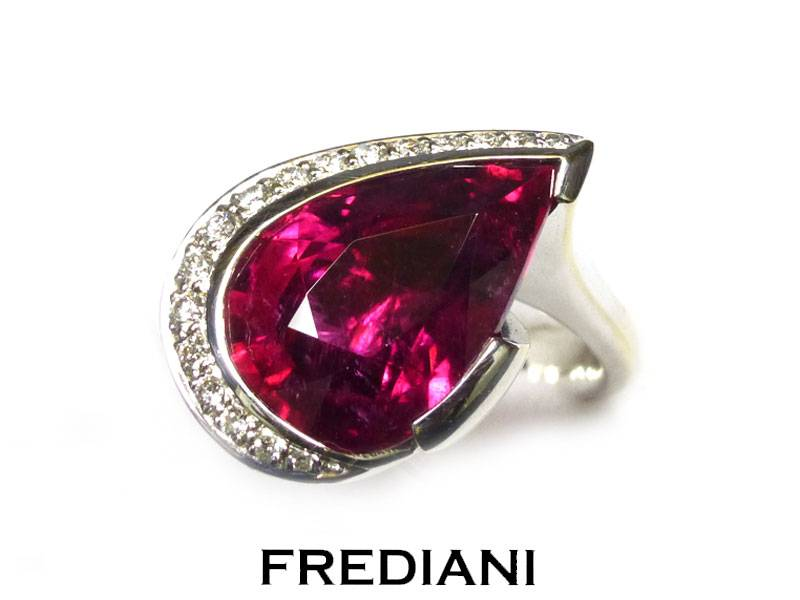 Bague en or blanc, Tourmaline rubellite et diamants