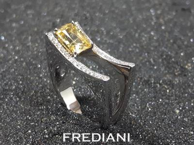 Bague en or blanc saphir jaune et diamants
